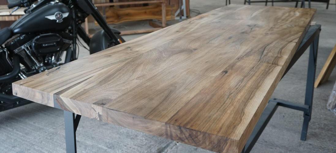 Lauaplaadid valmistatud laiadest laudadest